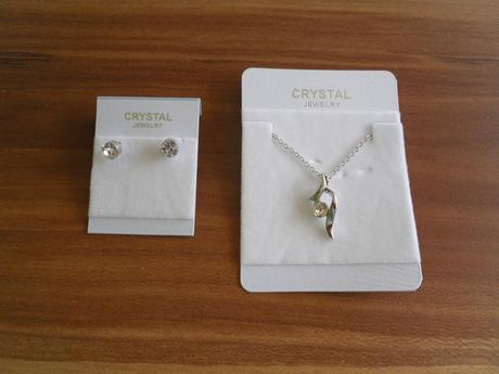 Sada náušnice + náhrdelník s bílými kamínky.,