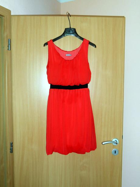 Pútavé letné šaty, 36