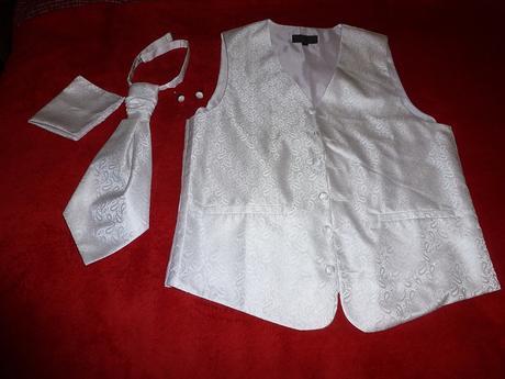Vesta, franc.kravata, manžetové gombíky, vreckovka, 44