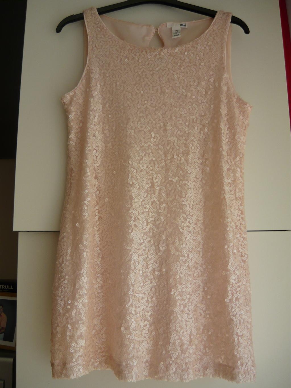 838d9365dc98 Jemně růžové flitrové šaty tunika