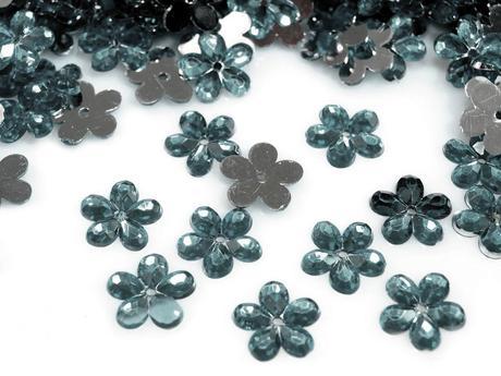 Plastové květiny popelavá (100ks),