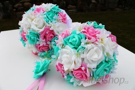 Svatební kytice kombinace mentol a růžové,