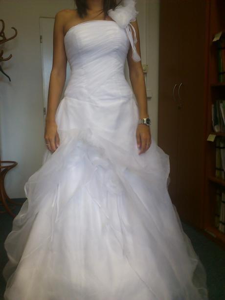 Svatební šaty s obručí, vel. 36-40, včetně závoje, 38