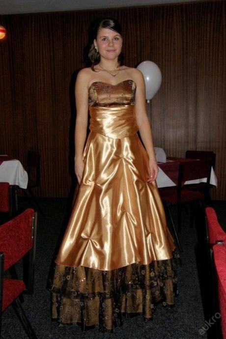 Svatební nebo společenské šaty, 40