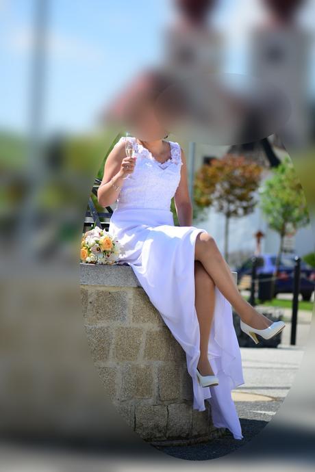 Jednoduché šaty s vlečkou, 38
