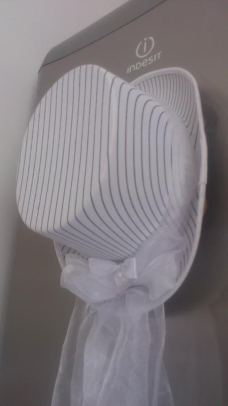 klobouk na ženichovo auto,