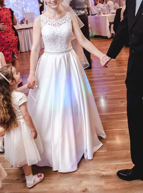 Svadobné šaty - satén a čipka, 38