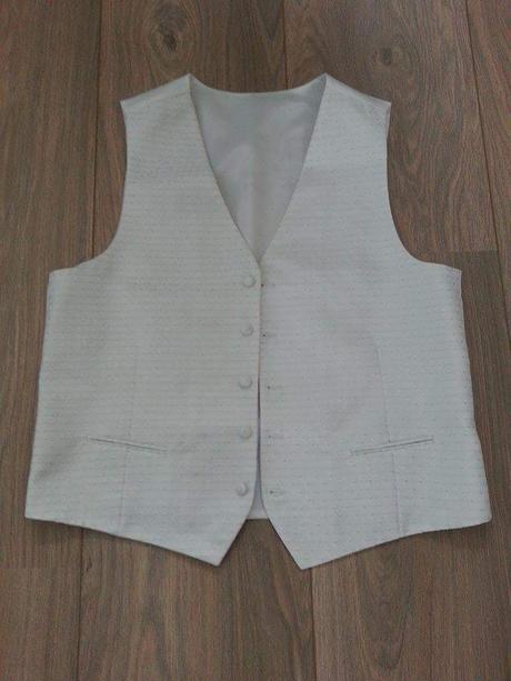 Set vesty,kravaty a vreckovky+postovne, 54