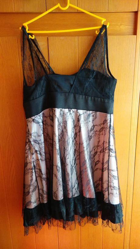 Dámské společenské šaty, 44
