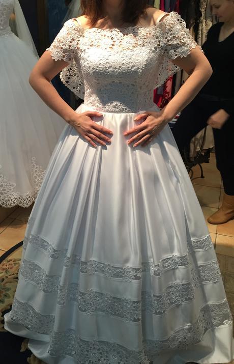 Originálne svadobné šaty so závojom, 40