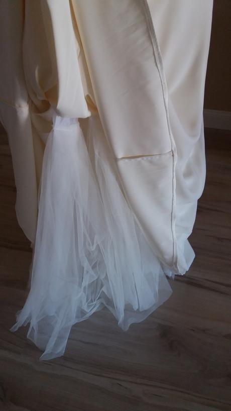 Netradicne svadobne saty, 38