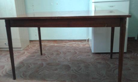 Kuchynský stôl,