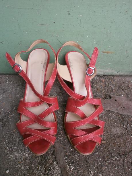 Červené kožené sandály Baťa, 38