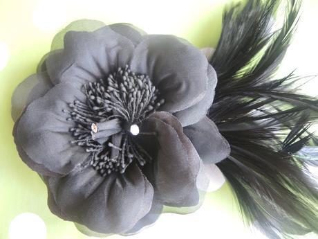 kvet do vlasov čierny,