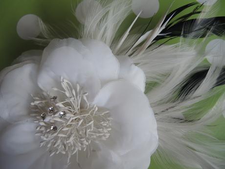 veľký kvet do vlasov,