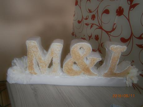 Svadobna dekoracia inicialy novomanzelov M&L,