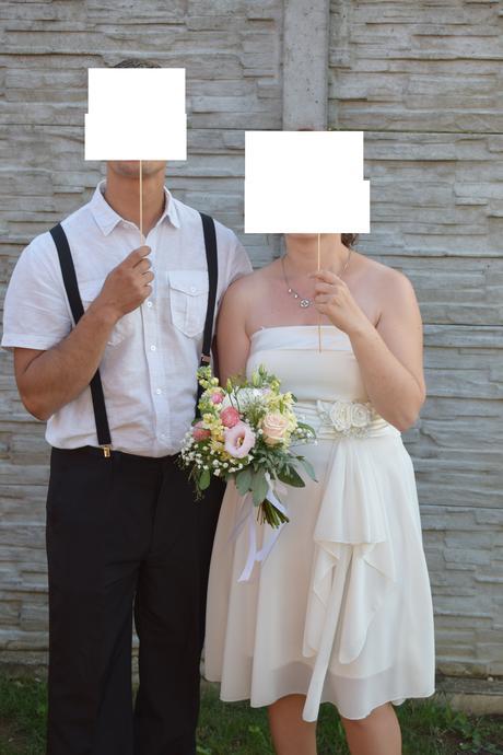 Jednoduché krátke svadobné šaty, 38