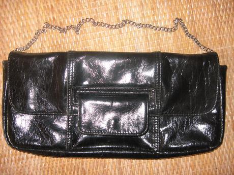 Lakovaná kabelka, 32