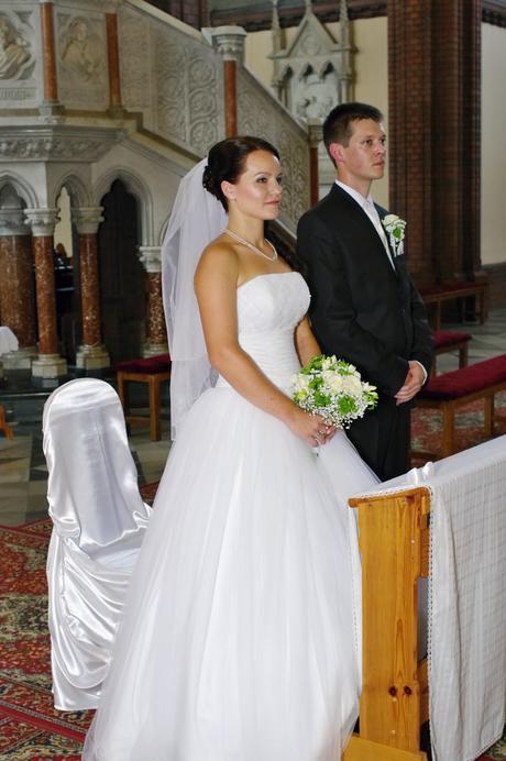 sněhově bílé svatební šaty, 36