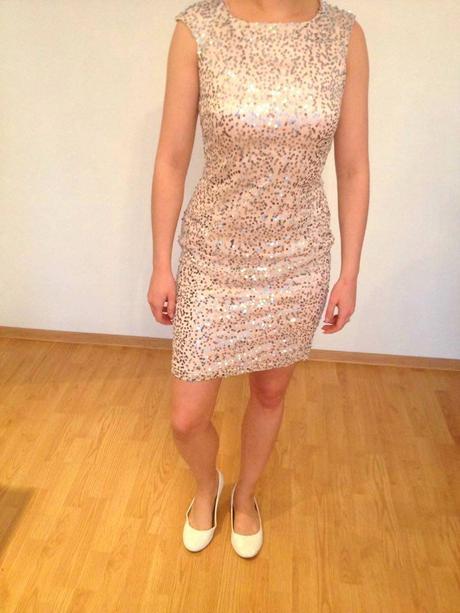 Flitrované šaty, 38