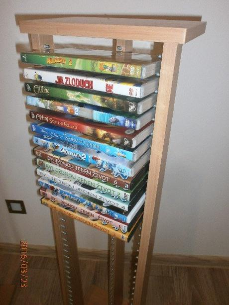 Drevený stojan na 40ks DVD ,