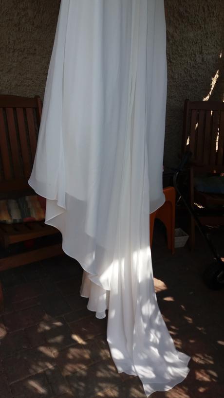Sv. šaty s vlečkou v barvě slon.kost  , 35