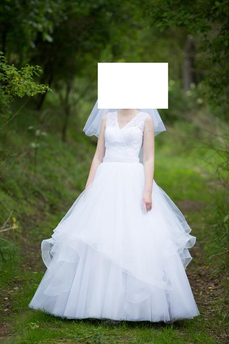 Svatební šaty s tylovou sukní pro vysokou nevěstu, 38