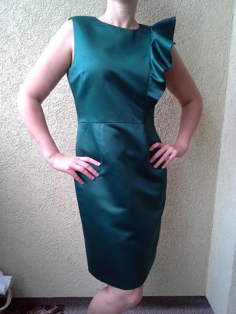 Smaragdové saténové pouzdrové šaty Zara, L