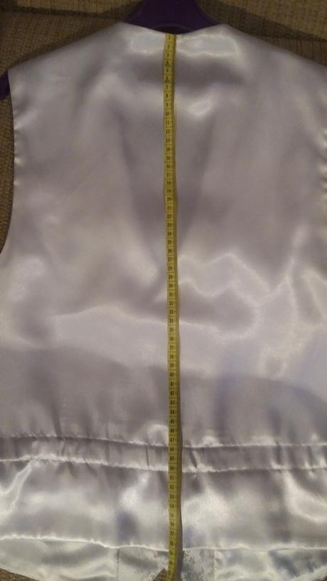 Bílá vesta s regatou a kapesníčkem, 42