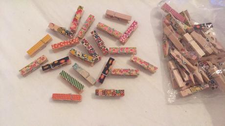 Kolíčky malované barevné s kytičkami srdíčky apod.,