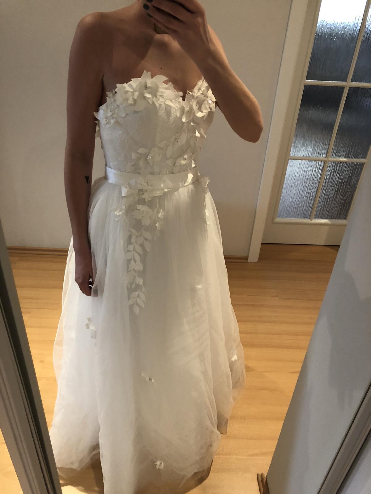 Tylové svatební šaty s květinami (nové) 7ee0c9a955