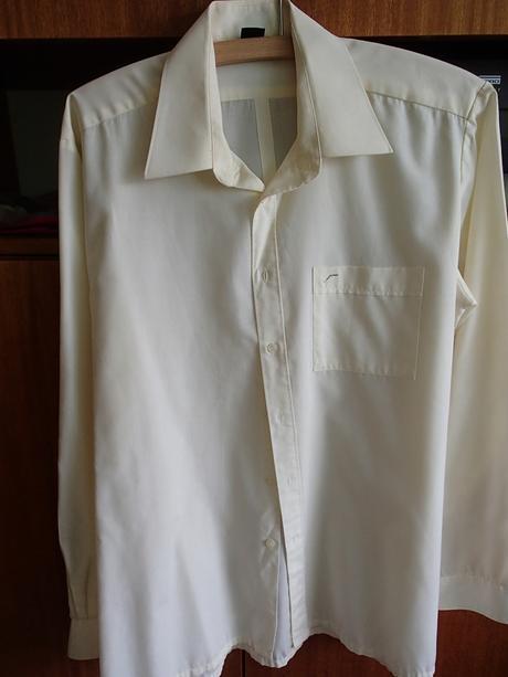 Bledožltá slávnostná košeľa, 42