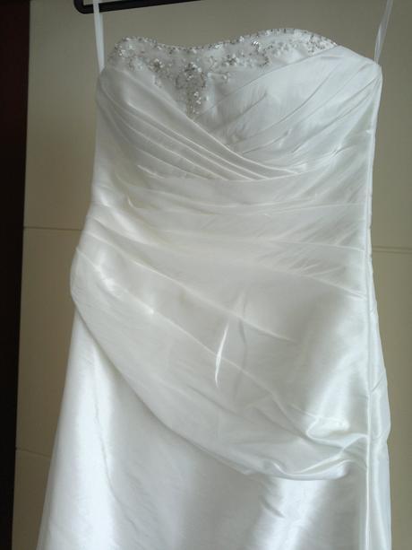 Nenošené svatební šaty, 39