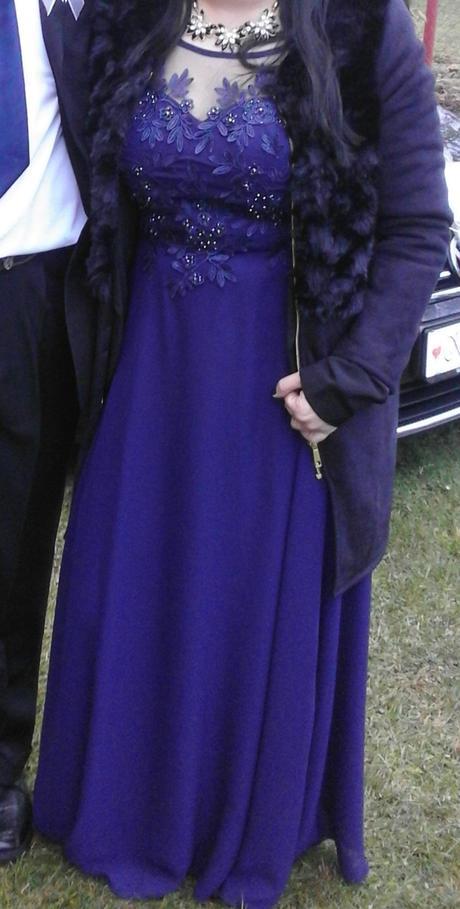 Tmavo-modré spoločenské šaty, 38