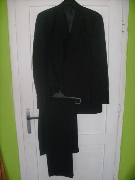 cierny oblek, 56