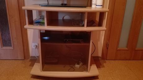 Bezchybný TV stolík,