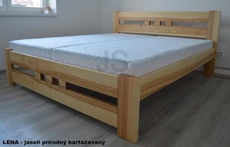 Manželská masívna posteľ,