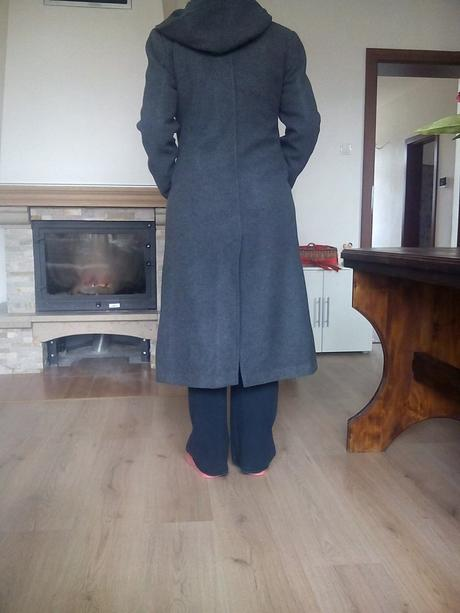 Sivy kabat s kapucnou, 41