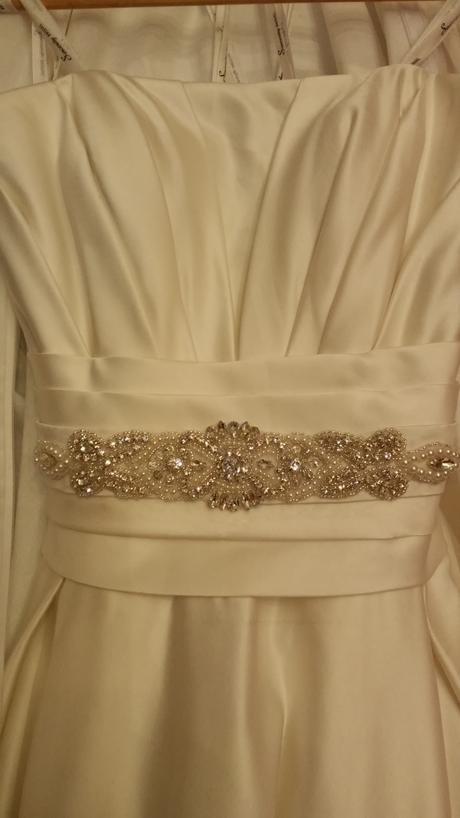 Saténové svadobné šaty, 38