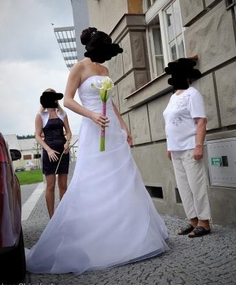 Svatební šaty s vlečkou, cena vč. pošty, 38