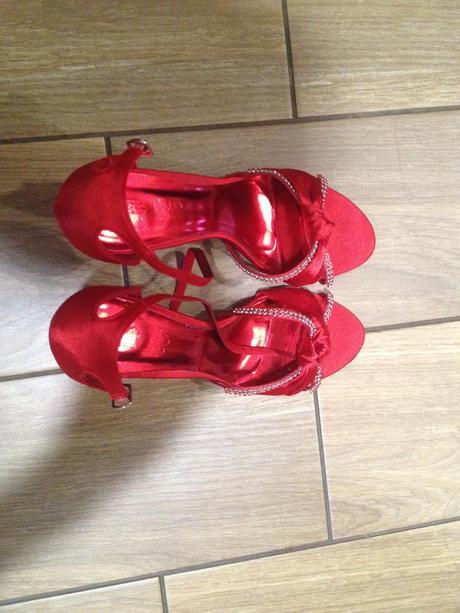 Červené sandálky, 39