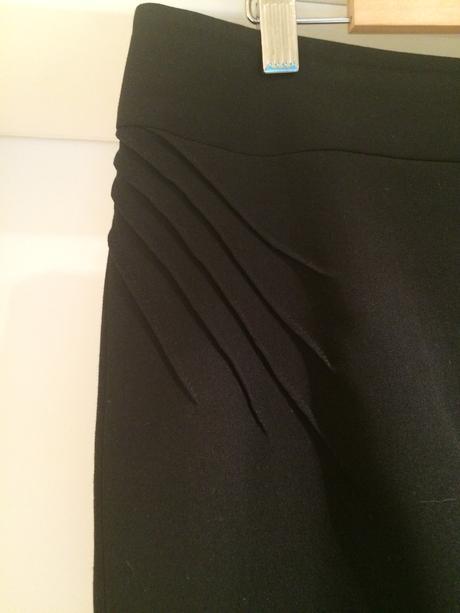 Čierny 4-dielny kostým s drobnou aplikáciou, 40