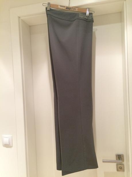 Dámske šedé nohavice so zaujímavým pásom, 40