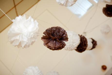 Koule hnědé z hedvábného papíru průměr cca 48 cm,
