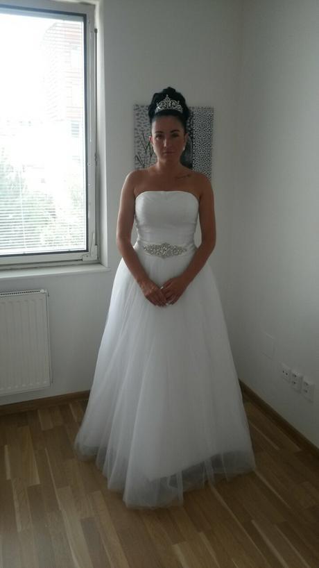 Svatebni  šaty ,