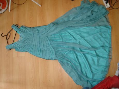 Značkové plesové šaty, 42