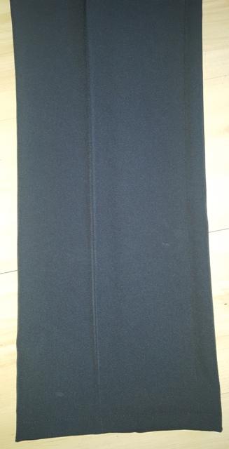 Bledočierne nohavice, 44