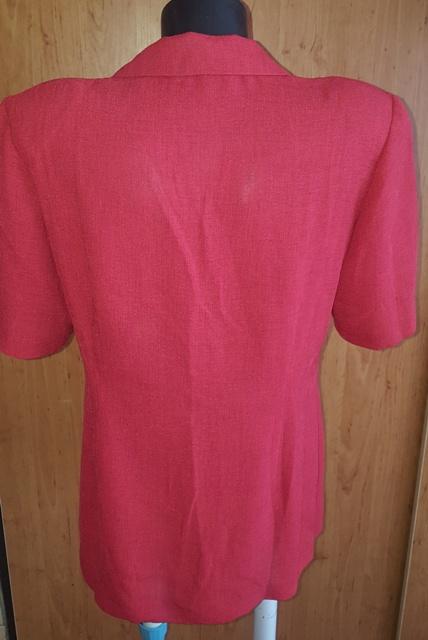 Červený letný kostým, 42