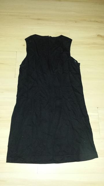 Čierne púzdrové šaty, 40