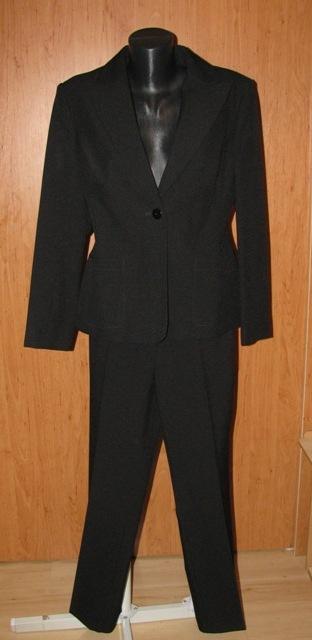 Čierny kostým, 40